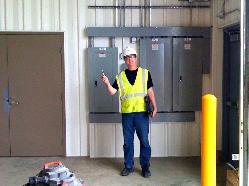 Minneapolis Electrician Customer Thumbs Up